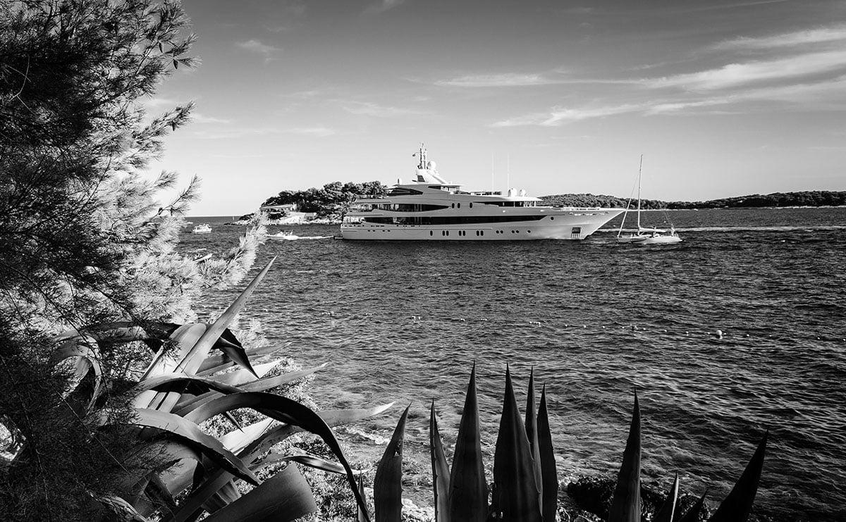 Yacht sector
